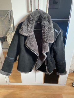Zara Chaqueta de piel sintética negro-gris
