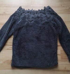 Polarowy sweter czarny