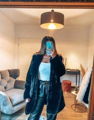 Boutique Comtesse Manteau en fausse fourrure noir