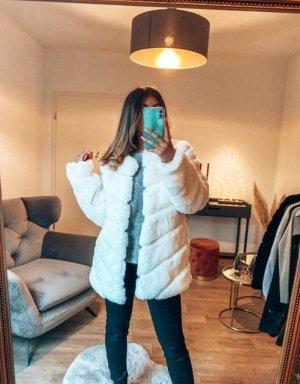 Boutique Comtesse Płaszcz ze sztucznym futrem biały
