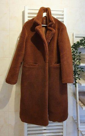 Bershka Pluszowy płaszcz brązowy
