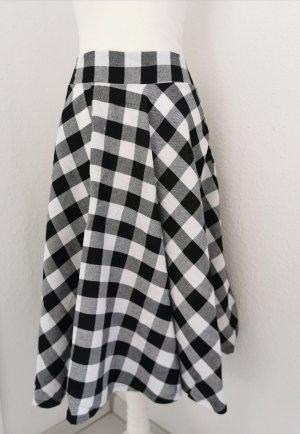 Circle Skirt white-black