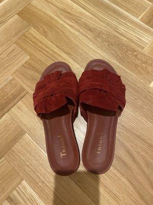 Think! Sandalias cómodas rojo oscuro