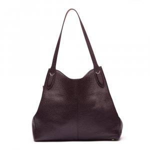 This luxury shoulder bag is expertly cut from aubergine grainy leather
