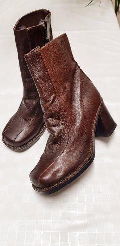 Bottes à talon brun noir