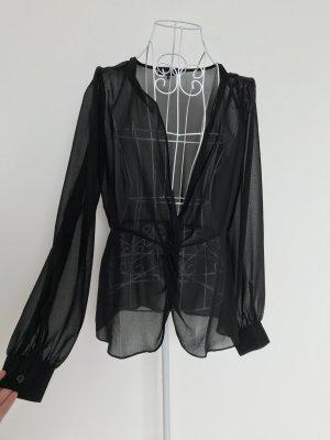 Tief ausgeschnittene Bluse