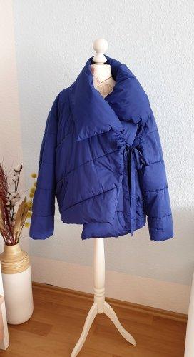 tiefblaue oversized Steppjacke, Pufferjacket, wattierte Jacke von Zara