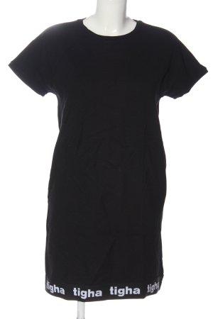 Tigha Shortsleeve Dress black printed lettering casual look