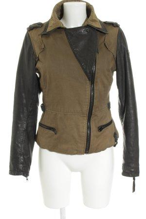 Tigha Übergangsjacke olivgrün-schwarz Street-Fashion-Look