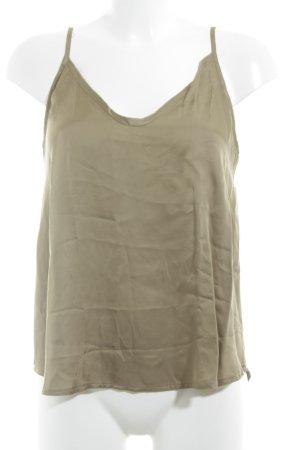Tigha V-Ausschnitt-Shirt olivgrün Street-Fashion-Look
