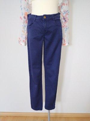 Tintenblaue gerade Jeans von Zara