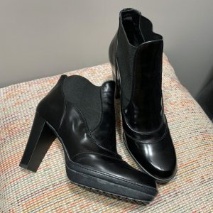 Tod's Booties black leather