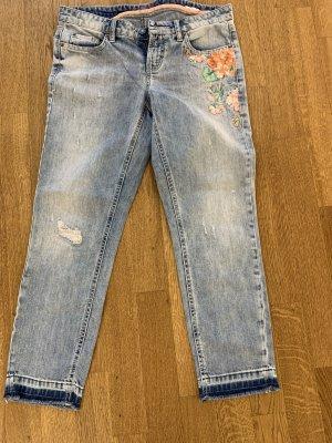 Toll bestickte Jeans mit Glitzersteinen