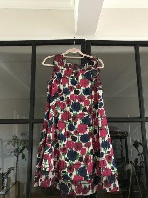 Toll gemustertes Kleid von Zara Basic in Größe M.