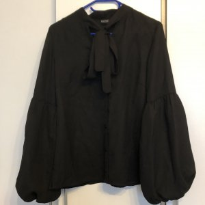 Tolle Bluse mit  Balonärmeln und Schleife vorne, Gr.36