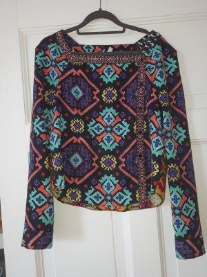 Tolle Bluse  mit verschiedenfarbigen Seiten.