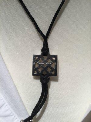Tolle Halskette mit Silberanhänger
