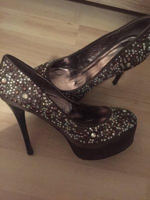 Tolle hohe Schuhe mit Glitzersteinen