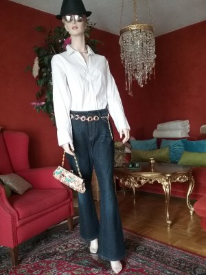 tolle Jeansfarbe und eine scharfer Schnitt...außerdem ein Superschnäppchen!!