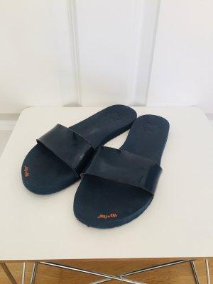 Tolle Lack Flip Flop Originals in dunkelblau, Größe 40