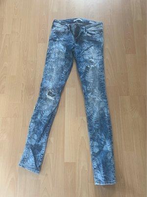 Mavi pantalón de cintura baja azul