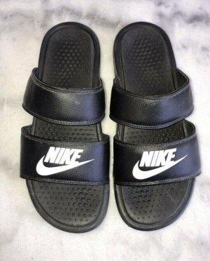 Tolle Nike Originals Slider Schuhe Sandalen Schlappen keine Adiletten