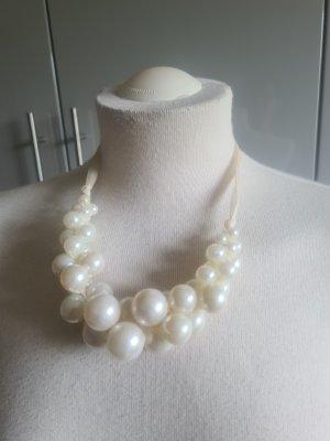 Tolle Perlenkette weiß