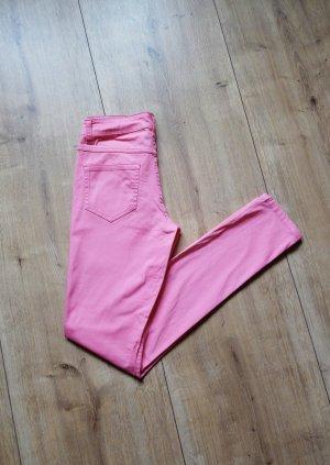 Tolle rosafarbene Röhrenjeans von Pieces
