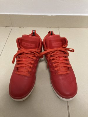 Tolle rote Sportsneaker von Adidas