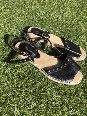 Tolle Sandalen mit Nietenbesatz im Boho Style