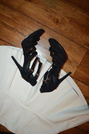 Tolle Sandaletten schwarz mit gold Gr. 39 von An Others