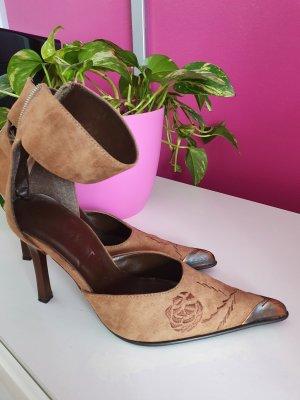 Tolle Schuhe mit Metall Spitzen
