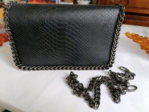 Tolle, schwarze Kunstlederhandtasche mit Krokoprint von Bijou Brigitte mit coolem Kettendetail