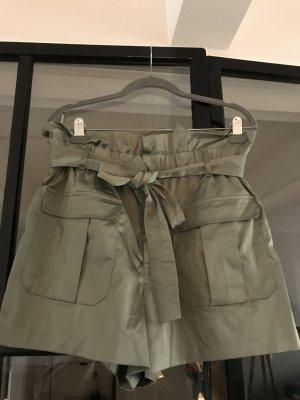 Tolle Shorts von Zara im Paperbag Style. Neu ohne Etikett.