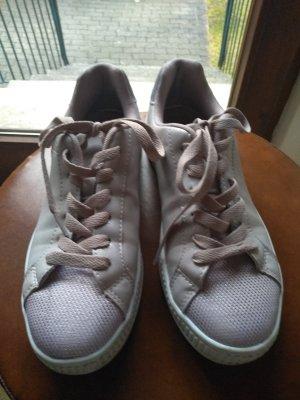 Tolle Sneaker in zartflieder, kaum getragen
