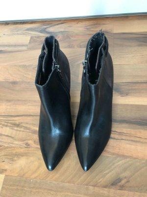 Tolle Stiefel / Stiefeletten von S.Oliver schwarz, Größe 40, NEU!