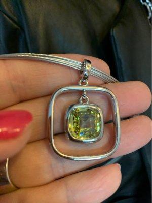 Toller Anhänger mit gelbgrünen Kristallstein