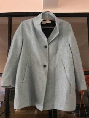 Toller Mantel in Bouclé Optik von Zara Basic.