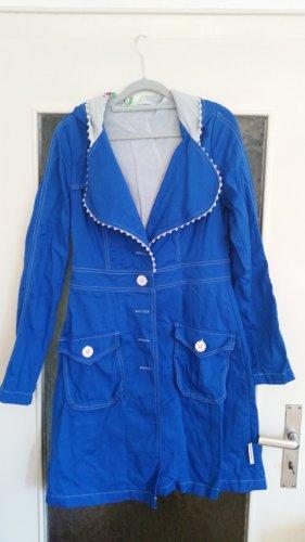 Toller Mantel in kräftigem blau von Blutsgeschwister.