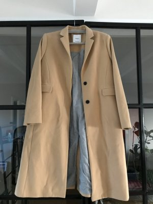 Toller Mantel von Mango Suit.