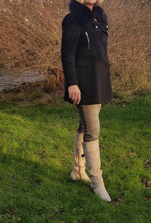 Toller Mantel von Zara mit abnehmbarem Pelzkragen