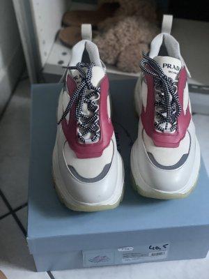 Toller Prada Sneaker Gr. 40,5 NP 750€