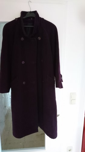 Manteau en laine rouge mûre