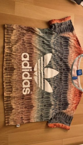Tolles Adidas T-Shirt mit Muster