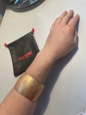 Tolles Armband aus Stahl