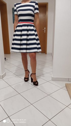 Vestido con enagua blanco-azul oscuro