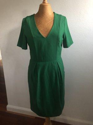 Tolles Kleid in Trendfarbe