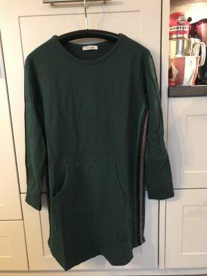 Tolles Kleid mit 3 farbigen Zierstreifen!
