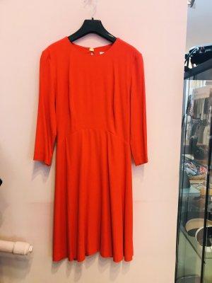 Tolles Kleid mit Rücken Ausschnitt