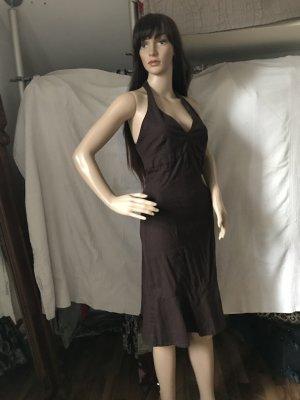 Tolles Kleid mit schönem Ausschnitt